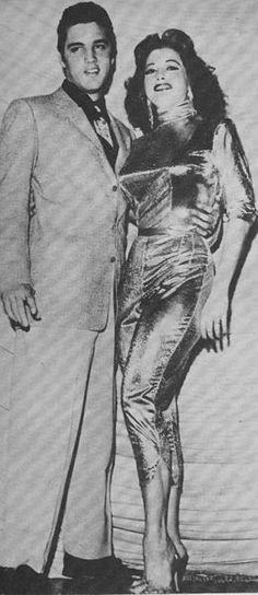 Elvis und die USA Burllesque                  Tänzerin und Schauspielerin Tempset Storm