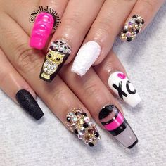 Hot pink, black and bling. Yes!