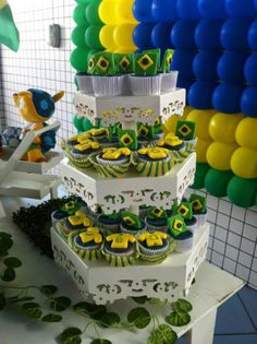 World Cup cupcakes! Soccer Theme Parties, 9th Birthday Parties, Soccer Party, Sports Party, Brazil Party, Spanish Party, Soccer Birthday, World Cup, Party Planning