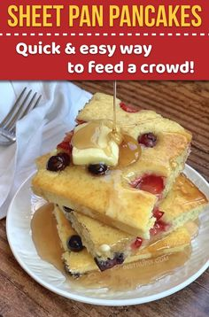 Looking for quick and easy breakfast ideas for a crowd Here is the easiest way to make pancakes with for a large family. Great for holiday gettogethers sleepovers parties brunches pot lucks and more Kids and adults love this easy way to make pancakes. Breakfast Desayunos, Breakfast For A Crowd, Quick And Easy Breakfast, Breakfast Recipes, Breakfast Ideas, Mexican Breakfast, Oven Baked Pancakes, Pancakes Easy, Pancakes In The Oven