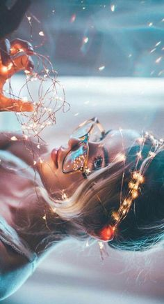 Book Caught up in a world of elemental animals & people who can control air, water, sunlight, & more… Fairy Light Photography, Girl Photography Poses, Tumblr Photography, Creative Photography, Amazing Photography, Beauty Photography, Poses Photo, Photo Shoot, Portrait Lighting