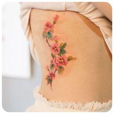 flowers on side :) #타투이스트리버  #그라피투 #tattoo #타투 #graffittoo