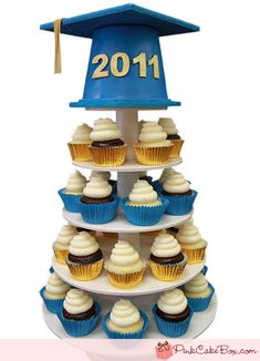 Graduation Cap Cupcake Stand ---with nicer cup cakes - idea for twinsgrad party! Graduation Celebration, Celebration Cakes, Graduation Gifts, High School Graduation, Graduation Ideas, Graduation 2015, Graduation Cupcakes, Graduation Decorations, Cake Decorations