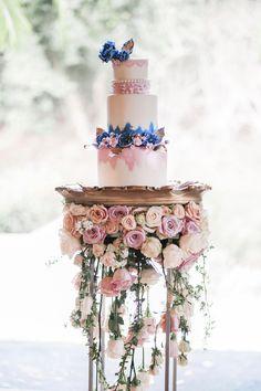 hanging roses wedding cake display #amazingbeddings Wedding Cake Fresh Flowers, Floral Wedding Cakes, Elegant Wedding Cakes, Floral Cake, Wedding Cake Designs, Rose Wedding, Wedding Shoot, Elegant Cakes, Purple Wedding