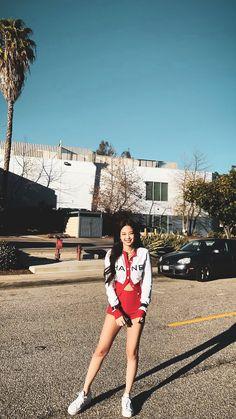 Blackpink Jennie, Blackpink Fashion, Korean Fashion, Korean Airport Fashion, Rapper, Black Pink Kpop, Blackpink Photos, Blackpink Jisoo, Kpop Outfits