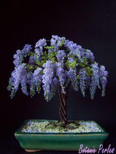 Glycine en perles, à troncs entrelacés French Beaded Flowers, Wire Flowers, Wire Trees, Wire Crafts, Beaded Crafts, Jewelry Crafts, Beads And Wire, Lilac Tree, Seed Bead Art