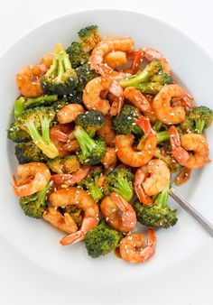 Get your protein fix with this #delicious 20-Minute Skinny Sriracha Shrimp and Broccoli recipe.