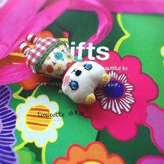 ∞ ȸ↟ȸ toricotte doll ȸ このニャンッコは、 sample。 お顔のカタチを綺麗に 出すのが、難しい お顔の刺繍を何度も やり直したので、 穴ボッコだらけだけど、 ワタシのお気に入りȸのコ♡ *・.。。.・*✲゚*・.。。.・* #toricotte #doll #handmade #刺繍 #手作り #チクチク仕事 #ぬいぐるみ #ネコ #cat | by ȸ↟ȸ toricotte fuuka ȸ