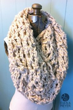Chunky Infinity Scarf Pattern going to ask grammy if she will make this for me since i lost mine 🙁 See other ideas and pictures from the category menu…. Chunky Crochet, Knit Or Crochet, Learn To Crochet, Crochet Scarves, Crochet Shawl, Crochet Crafts, Crochet Clothes, Crochet Projects, Finger Crochet