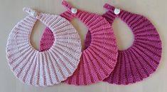 Ravelry: Musling savlesmæk pattern by Marianne Lylloff Baby Bibs Patterns, Baby Knitting Patterns, Free Knitting, Crochet Patterns, Crochet Baby Bibs, Crochet For Kids, Knitted Baby, Drops Baby, Baby Barn