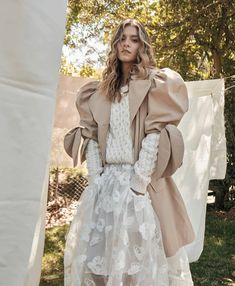 """@pearls.kw: """"Details™ ⭐ 📸 @laura_tobon #details #streetstyle #streetfashion #fashion #style #fashionstyle…"""" Beige Aesthetic, What To Wear, Fashion Show, Runway, Street Style, Instagram, Pretty, Color, Dresses"""