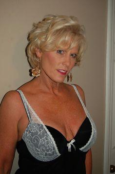 blonde ältere frauen nackt
