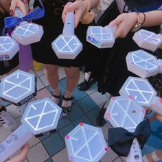 Lightstick Exo, Baekhyun Chanyeol, Exo Merch, Nct Group, Girls Life, Kpop Aesthetic, Chen, Fandoms, Seventeen