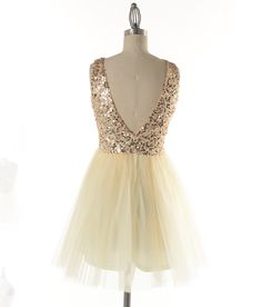 Beautiful gold sequins adorn this ballerina style tulle bottom yellow-gold dress. A darling dress for any special occasion. Perfect for prom, homecoming, birthday party, and other special events. Holiday Dresses, Special Occasion Dresses, White Gold Bridal Jewellery, Homecoming Dresses, Homecoming Ideas, Graduation Dresses, New Party Dress, Night Outfits, Dream Dress