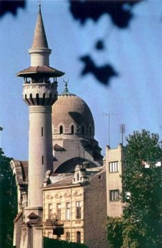 Tatar Mosque in Constanta Romania built in a Moorish style. Islamic Architecture, Beautiful Architecture, Constanta Romania, Romania Travel, Beautiful Mosques, Place Of Worship, Bucharest, Moorish, Best Cities