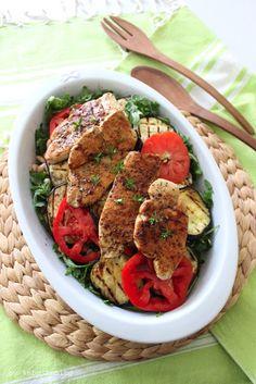Sommerküche... Putensteaks fein mariniert auf Salat und gegrillten Auberginen...