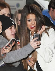 Selena Gomez And Justin Bieber Dating Again On Trial Period - Why Does She Keep Going Back?