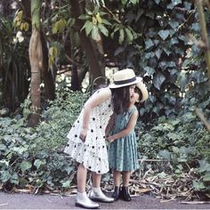 Hope your weekend was full of fun and laughter. Loving these two sweet siblings @sassandspice  #acornkids #kidshats #hats #sunhats #anniebowler #willowhat