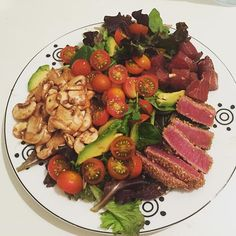 Saturday night self made dinner  (and great company) couldn't ask for more!.... Yes I ate the whole thing in case you were wondering #tuna #tataki #slowfood #dinner #salad #healthy #healthyeating #workout #weightloss #bbg #bbgchile #bbgbarcelona #bcn #bbgcommunity #bbggirls #bbgsisters #veggies #rawfood by maibbg