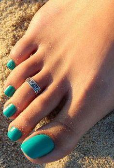 Very pretty toe ring. #toering #uniquetoering #silvertoering