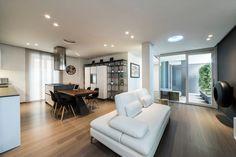Questo appartamento non colpisce solo per lo stile curato e…