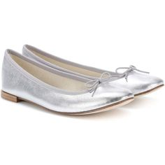 Repetto Cendrillon Silver Leather Ballerinas ($240) ❤ liked on Polyvore featuring shoes, flats, silver, leather ballet flats, leather flats, ballet shoes, repetto flats and silver ballet flats