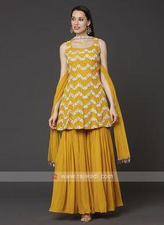 Party Wear Indian Dresses, Designer Party Wear Dresses, Indian Gowns Dresses, Indian Bridal Outfits, Dress Indian Style, Indian Fashion Dresses, Indian Designer Outfits, Pakistani Dresses, Party Wear Kurtis
