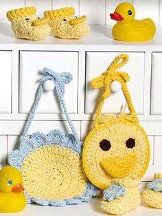CROCHET FLOWER & DUCK BABY BOOTIES & BIBS FOR A GIFT OF LOVE. FREE PATTERNS