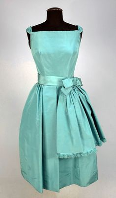 Dior Silk Cocktail Dress - - by Christian Dior New York Inc. Vintage Fashion 1950s, Vintage Dior, Fifties Fashion, Vintage Gowns, Vintage Mode, Vintage Couture, Retro Fashion, Vintage Outfits, Vintage Clothing