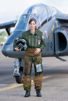 Photo of Beautiful Female Fighter jets pilots - Fighter Jets World Female Fighter, Fighter Pilot, Fighter Jets, Female Pilot, Female Soldier, Army Soldier, Female Girl, Military Girl, Military Fashion
