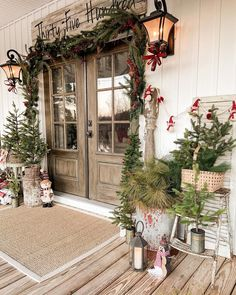 Country Christmas Decorations, Christmas Porch, Farmhouse Christmas Decor, Christmas In July, Merry Christmas, Rustic Christmas, Vintage Christmas, Christmas Decoration Store, Decorating Porch For Christmas