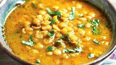 Tradiční indický pokrm dhál je důkaz, že správná kombinace koření vykouzlí z obyčejných surovin nezapomenutelnou delikatesu. Healthy Recepies, Dhal, Indian Food Recipes, Ethnic Recipes, Multicooker, Garam Masala, Crockpot, Slow Cooker, Food And Drink