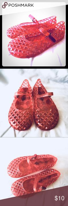 Girls Coral Jellies 11 Old Navy Cute popular jelly sandal from Old Navy. Mary Jane style with velcro closure. Smells like a strawberry shortcake doll 😂. Size 11. Staining to soles and some mild wear evident. Lots of life left.   Non-smoking home. Old Navy Shoes Sandals & Flip Flops