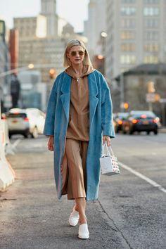 Толпа уличного стиля, испеченная в Sequins на 6-м дне Неделе моды в Нью-Йорке - Fashionista