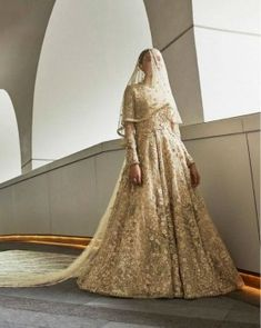 Explore the most extensive collection of Sabyasachi suits. His stylish outfits are must-haves for every ethnic wardrobe. Sabyasachi Dresses, Pakistani Bridal Dresses, Pakistani Outfits, Couture Trends, Haute Couture Fashion, White Wedding Gowns, Wedding Dresses, Sabyasachi Collection, Saree Wedding