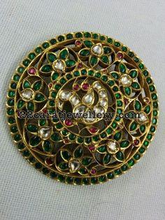 Ruby Emerald Exklusive Tempelanhänger - New Ideas Ruby Jewelry, India Jewelry, Temple Jewellery, Pendant Jewelry, Gold Jewelry, Jewelery, Craft Jewelry, Indian Jewellery Design, Jewelry Design