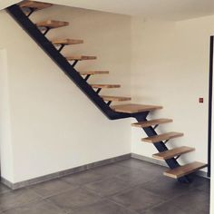 un escalier limon central quart tournant avec palier #stairs #escalier #limoncentral #acierbois #metalbrut #artisanat #instadeco #madeinnormandie