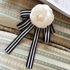 Fashion Female Bow Ties For Women wedding student College Decoration Butterfly Classic bowtie Dress Shirt collar accessories Diy Ribbon, Ribbon Crafts, Ribbon Bows, Ribbons, Diy Hair Accessories, Handmade Accessories, Women Accessories, Camelia Chanel, Brooch Corsage