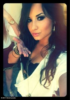 Demi Lovato^-^ she's soooo pretty!