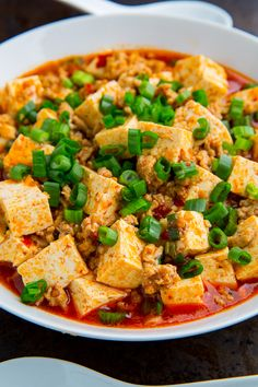 Mapo Tofu Recipe : A tasty sichuan Chinese style tofu served in a tasty chili and pork sauce! Chili Bean Paste, No Bean Chili, Tofu Recipes, Healthy Recipes, Free Recipes, Healthy Food, Mapo Tofu Recipe, Best Chinese Food, Gluten Free Soy Sauce