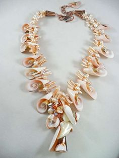 Unique Cultured Freshwater Pearls - info and value Seashell Jewelry, Seashell Necklace, Shell Necklaces, Beach Jewelry, Diy Necklace, Jewelry Crafts, Handmade Jewelry, Jewelry Showcases, Summer Jewelry