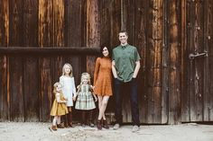 family photo outfits Fall family photos by Bethany Carlson Family Photos What To Wear, Winter Family Photos, Outdoor Family Photos, Family Of 5, Rustic Family Photos, Fall Photos Kids, Fall Family Photo Outfits, Family Photo Colors, Family Portrait Outfits