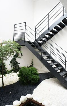 Modern Staircase Design Ideas - Browse images of modern stairs and also discover design and design ideas to motivate your very own modern staircase remodel, including distinct railings and also storage space . Outside Stairs, Deck Stairs, House Stairs, Stair Handrail, Staircase Railings, Stairways, Staircase Ideas, Railing Ideas, Grand Staircase