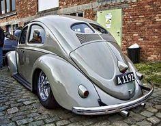 Very old VolksWagen - Slammed Vw beetle Split Window Volkswagon Van, Vw Volkswagen, Kdf Wagen, Vw Vintage, Vw Cars, Vw Beetles, Cool Cars, Classic Cars, Vw Camper