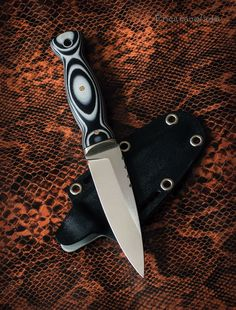 Knife Throwing, Boot Knife, Bushcraft Knives, Survival Weapons, Knife Art, Shotguns, Knives And Swords, Knife Making, Leather Working