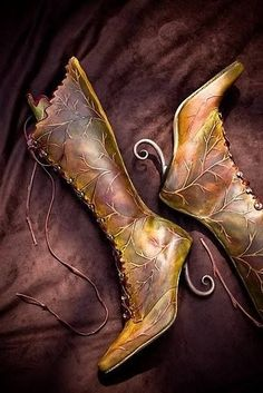 Leaf boots with vine curl heel