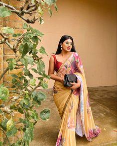 Saree Jacket Designs, Kurti Sleeves Design, Saree Jackets, Sangeet Outfit, Yellow Saree, South Asian Bride, Big Fat Indian Wedding, Stylish Sarees, Saree Styles