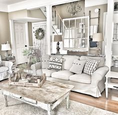 Awesome 99 Cute Shabby Chic Farmhouse Living Room Design Ideas. More at http://99homy.com/2018/02/26/99-cute-shabby-chic-farmhouse-living-room-design-ideas/ #shabbychiclivingroom