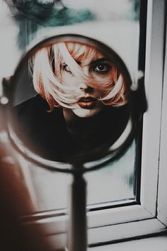 mlsg:  maschera-e-inganno:  Charlotte Lucca  @ the focal point