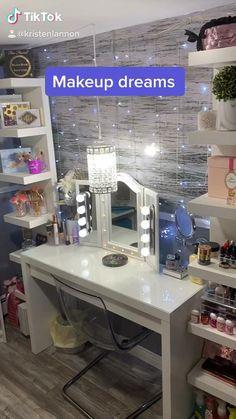 Bedroom Decor For Small Rooms, Bedroom Decor For Teen Girls, Room Design Bedroom, Teen Room Decor, Room Ideas Bedroom, Home Room Design, Vanity Makeup Rooms, Vanity Room, Vanity Decor